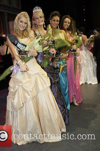 Victoria Stewart is crowned Miss Earth Australia at...