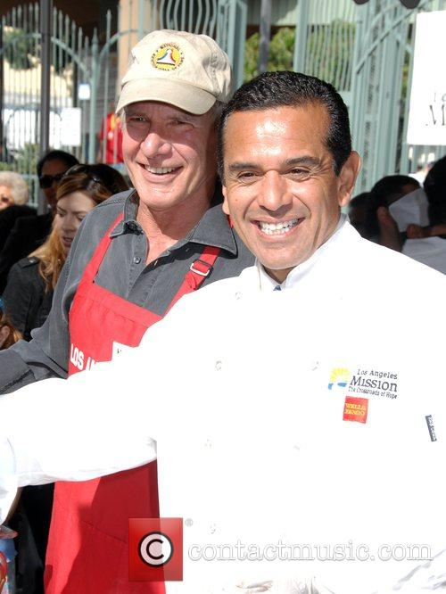 Harrison Ford and Mayor Antonio Villaraigosa 11