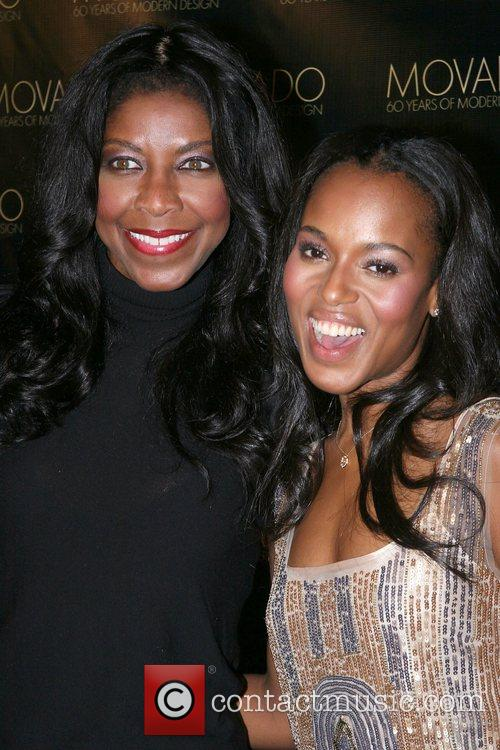 Natalie Cole and Kerry Washington 6