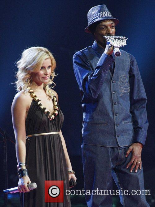 Nelly Furtado and Snoop Dogg 4