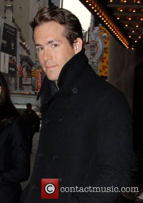 Ryan Reynolds, Mtv, Mtv Trl Studios and Times Square 1