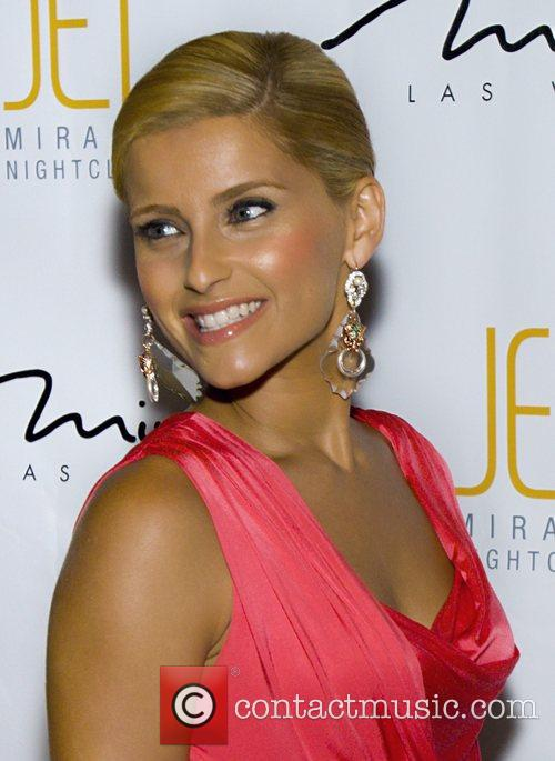 Nelly Furtado shows off her new blonde hair...