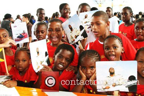 Elementary school students cheer Barrington Irving, 23, after...