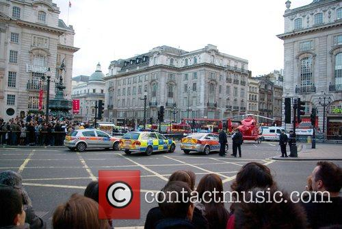 Crowds gather as police shut down Piccadilly Circus...