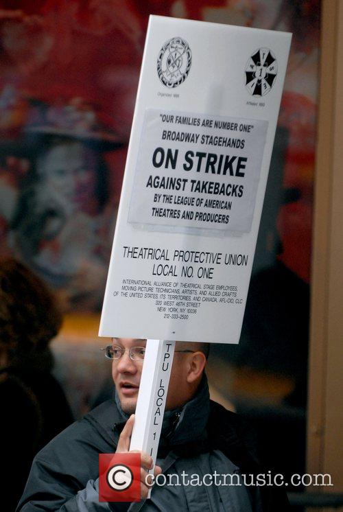 Atmosphere  Broadway Stagehands Local One on strike...