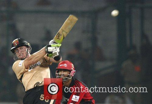 Scott Styris Deccan Chargers  plays a shot...