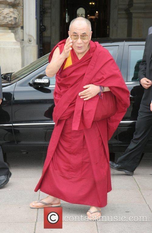 Dalai Lama arriving at Hamburg's city hall
