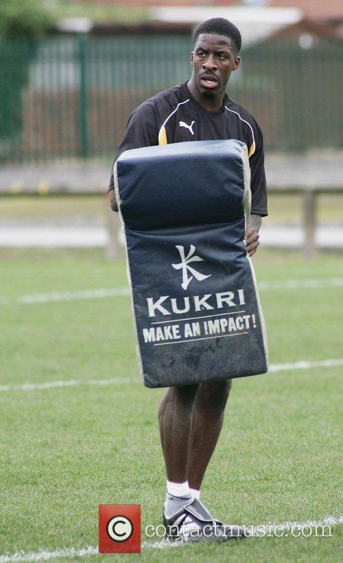 Dwain Chambers  practicing with the Castleford Tigers...