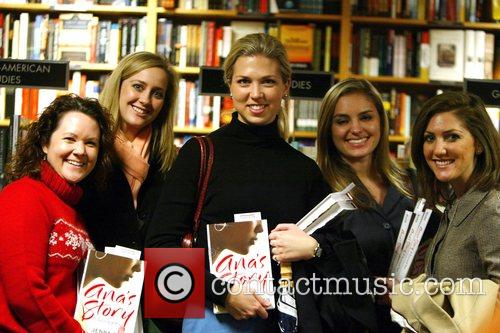 Jenna Bush signs copies of her new book...