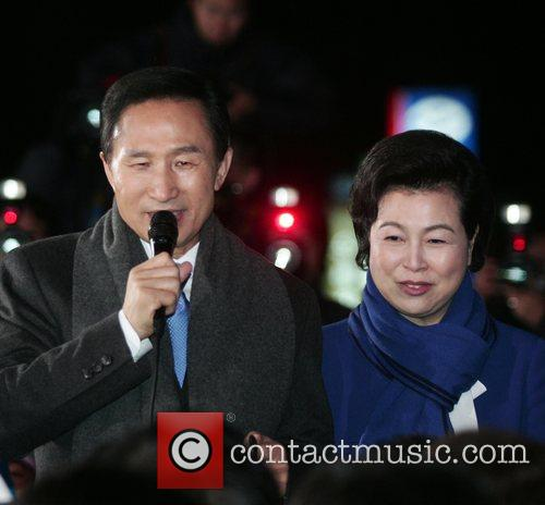 South Korean President elect Lee Myung-bak(L) with his...