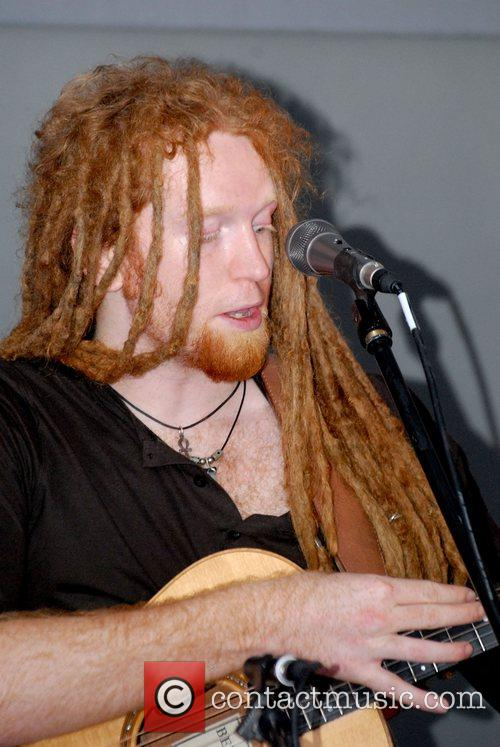 Newton Faulkner and Apple 1