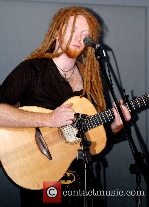 Newton Faulkner and Apple 2