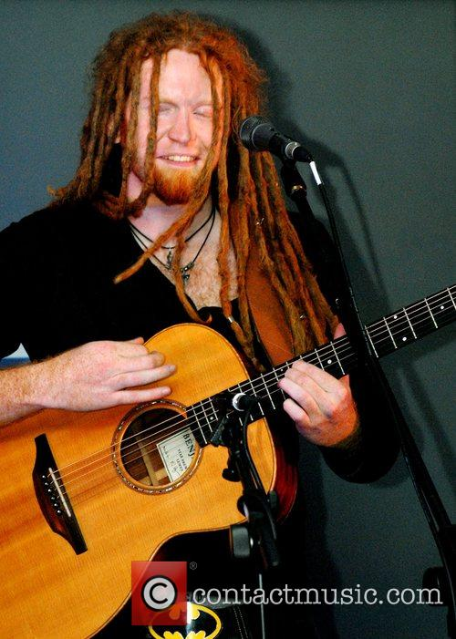 Newton Faulkner and Apple 10