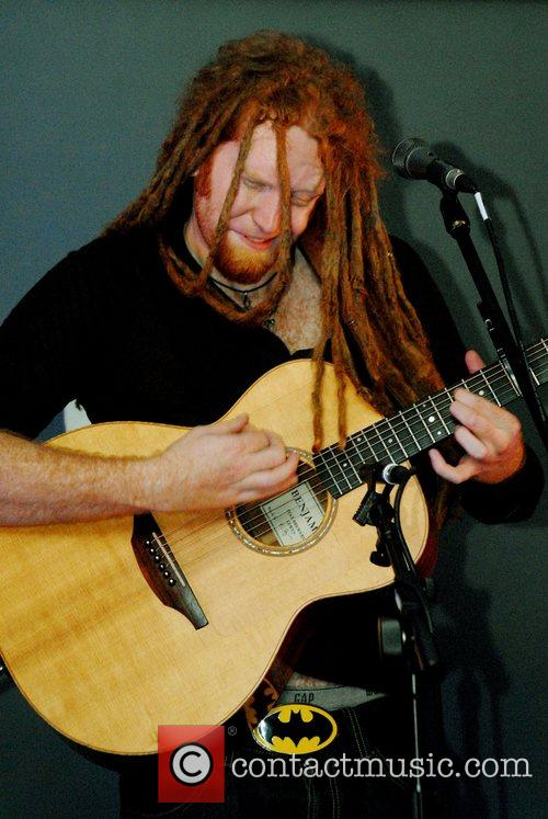 Newton Faulkner and Apple 8