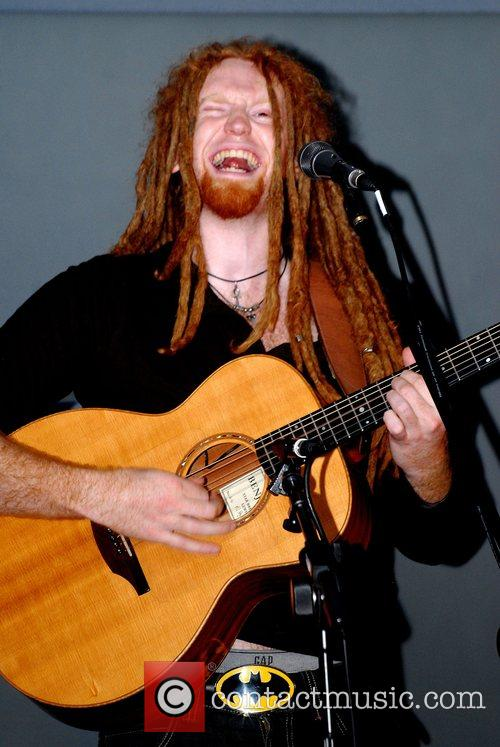 Newton Faulkner and Apple 9