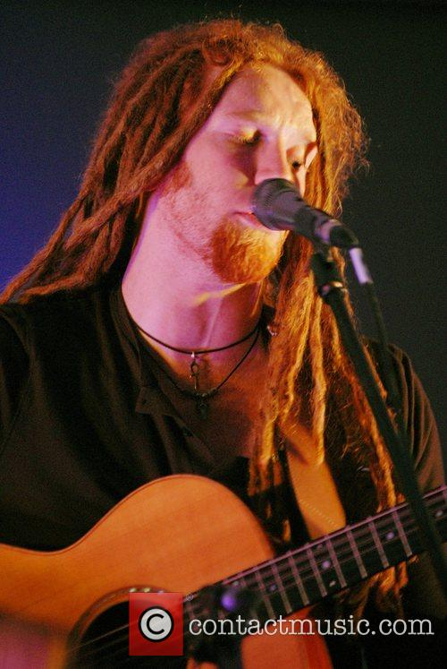 Newton Faulkner and Apple 4