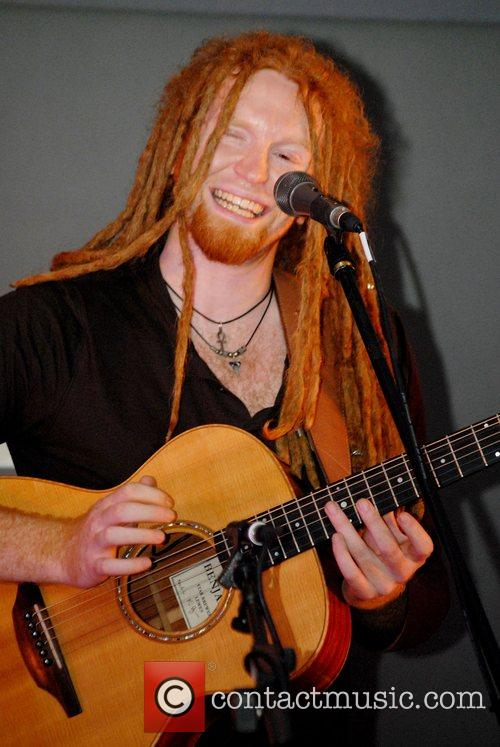 Newton Faulkner and Apple 3