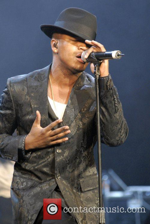 Ne-Yo performing live during his sold-out 'fan appreciation'...
