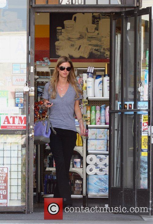 Nicky Hilton  stops into Kearn's Market Los...