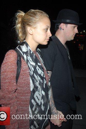 Nicole Richie and Joel Madden Nicole Richie hides...