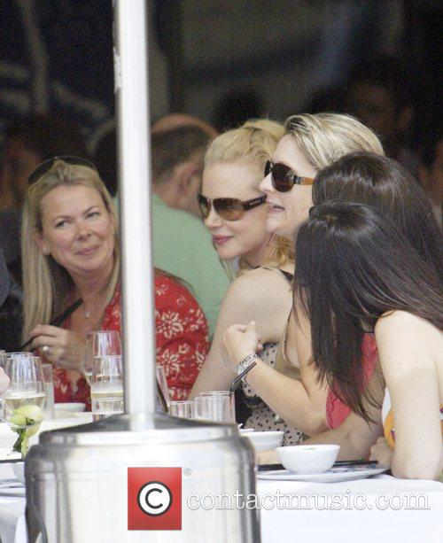 Nicole Kidman enjoys brunch on the waterfront with...