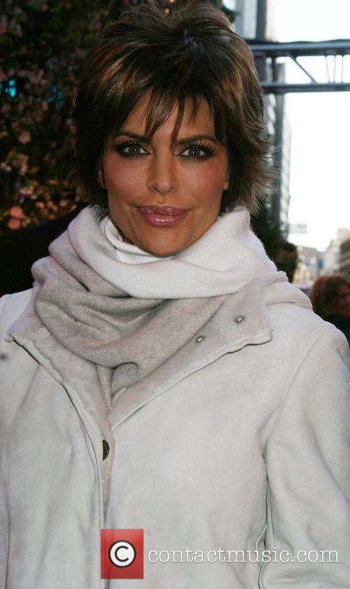 Lisa Rinna 42