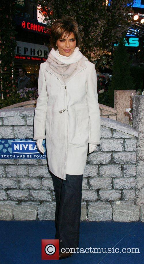Lisa Rinna 35
