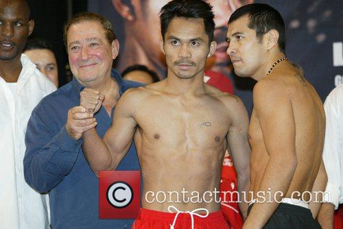 Manny Pacquiao and Marco Antonio Barrera weigh-in for...
