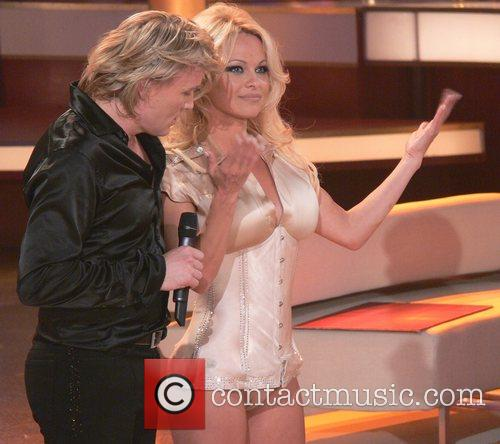 Hans Klok and Pamela Anderson 4