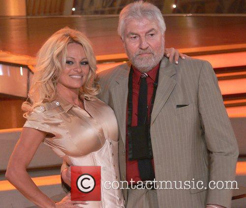 Pamela Anderson and Fan Fritz From The Audience 3