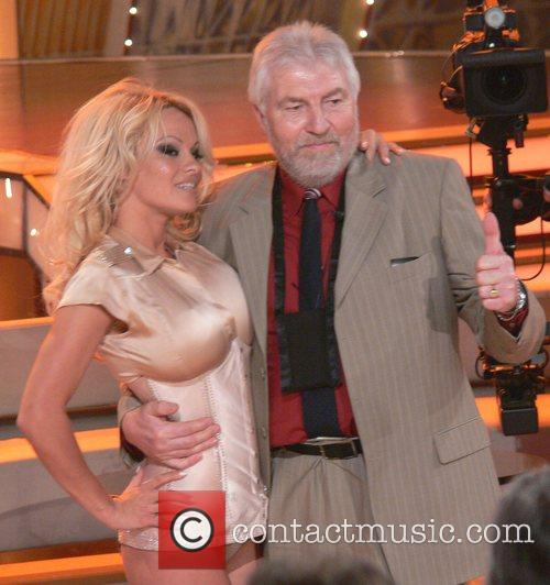 Pamela Anderson and Fan Fritz From The Audience 2