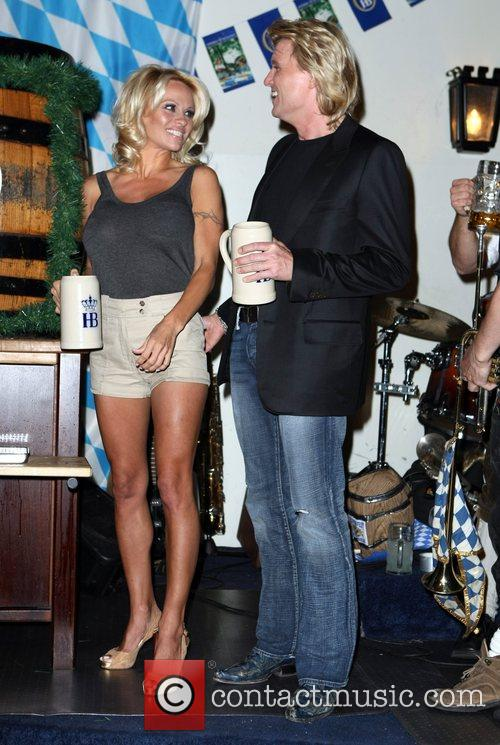 Pamela Anderson, Hans Klok and Las Vegas 18