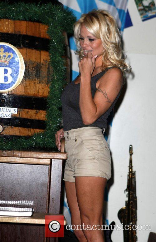 Pamela Anderson, Hans Klok and Las Vegas 15
