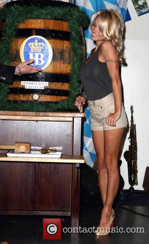 Pamela Anderson, Hans Klok and Las Vegas 11