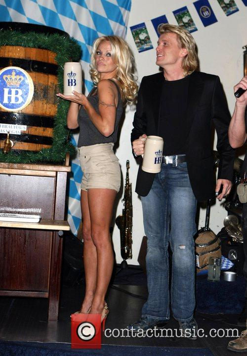Pamela Anderson, Hans Klok and Las Vegas 16