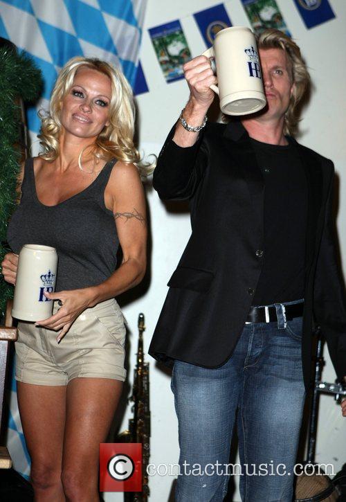 Pamela Anderson, Hans Klok and Las Vegas 13