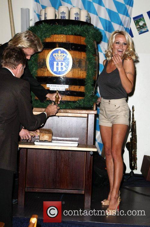 Pamela Anderson, Hans Klok and Las Vegas 14
