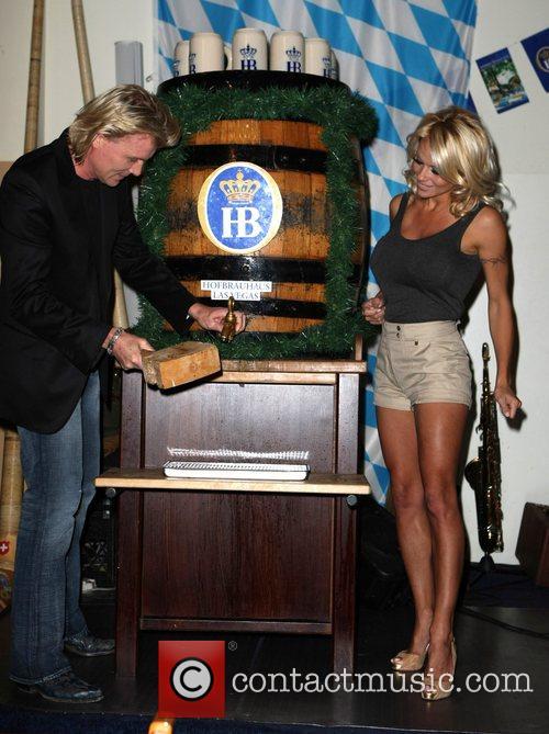 Pamela Anderson, Hans Klok and Las Vegas 7