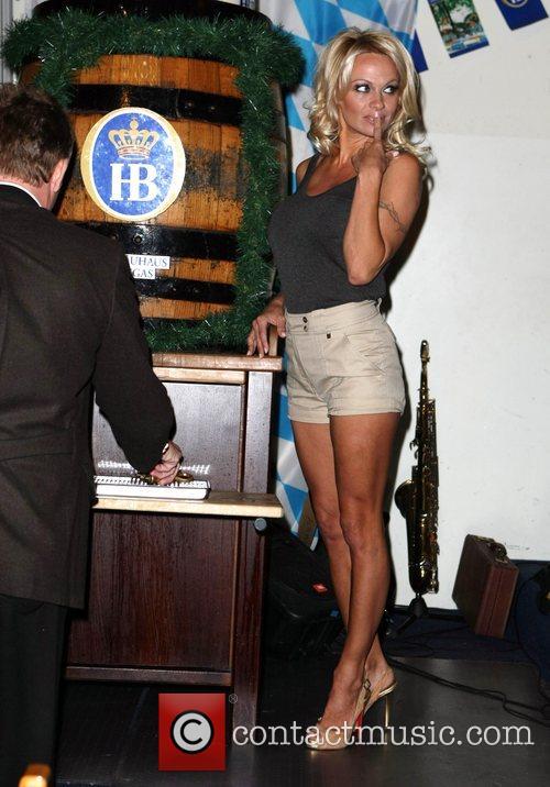 Pamela Anderson, Hans Klok and Las Vegas 30