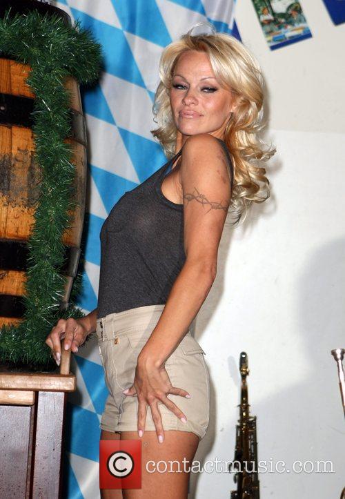 Pamela Anderson, Hans Klok and Las Vegas 17