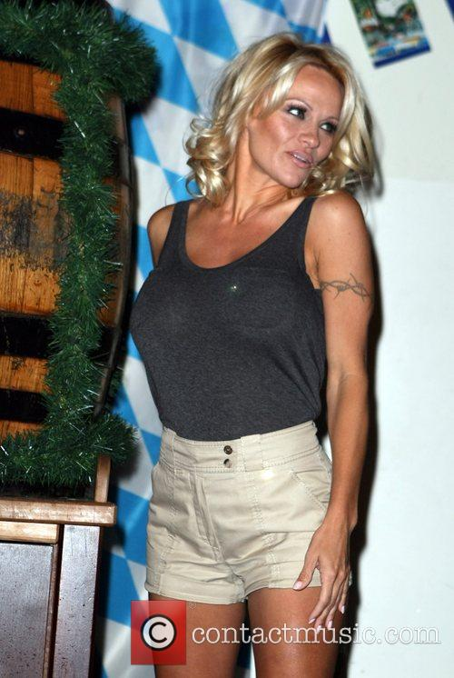 Pamela Anderson, Hans Klok and Las Vegas 5