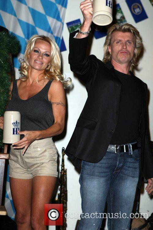 Pamela Anderson, Hans Klok and Las Vegas 31