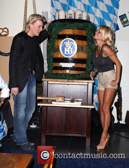 Pamela Anderson, Hans Klok and Las Vegas 27
