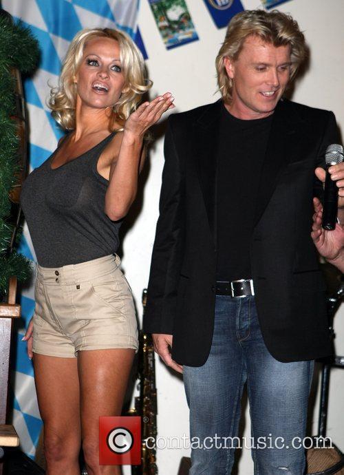 Pamela Anderson, Hans Klok and Las Vegas 6