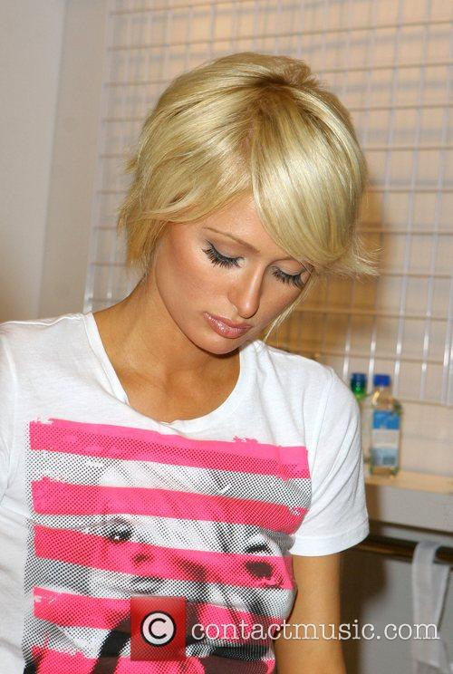 Modeling a simple stripy T-shirt and skinny fit...