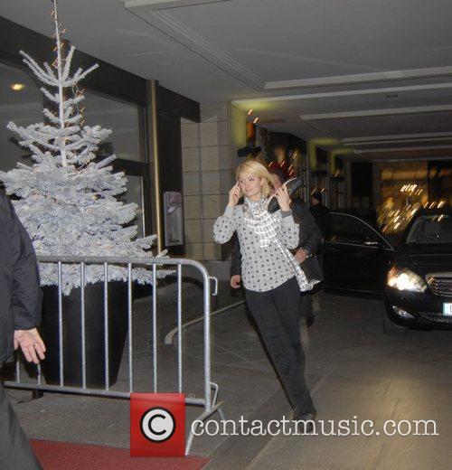 Paris Hilton running back into the Hilton Berlin...