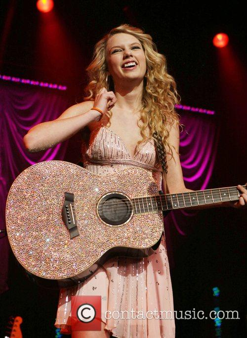 Taylor Swift Play For A Cause