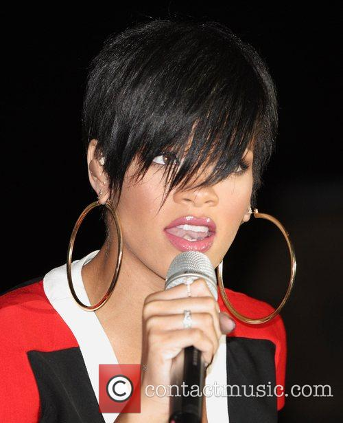 Rihanna, Paradise Island