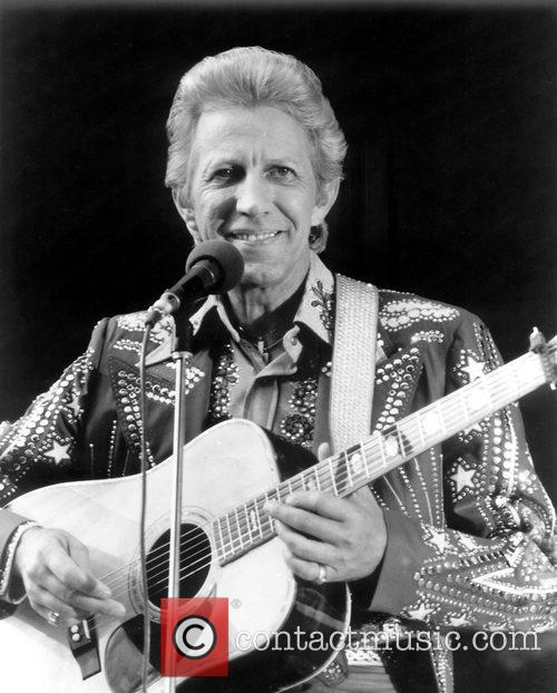 country music icon porter wagoner has died he was 80 the
