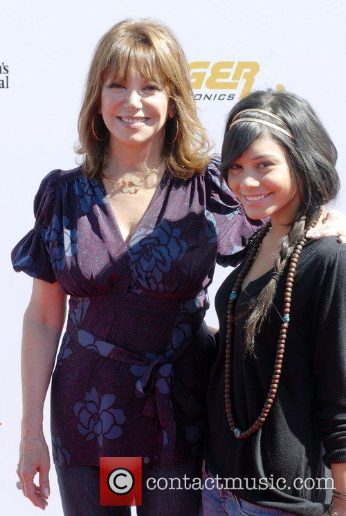 Marlo Thomas and Vanessa Hutchens 5